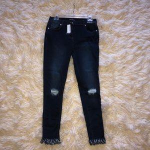 Frayed hem skinny fit jeans